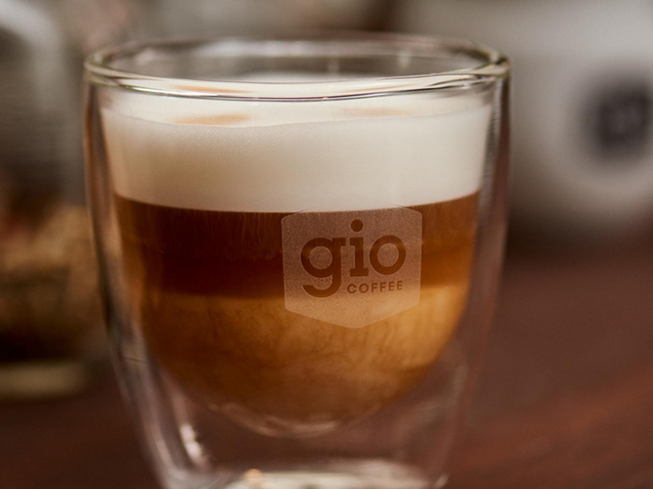 Gio Coffee heeft een koffieoplossing met verse melk voor zakelijk gebruik