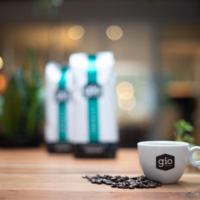 Sfeerbeeld-Gio-Coffee-Supremo-Instant-koffiemelange-Zakelijke-Koffie.jpg