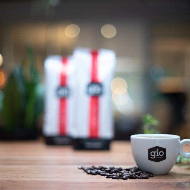 Sfeerbeeld-Gio-Coffee-Ultimo-Instant-koffiemelange-Zakelijke-Koffie.jpg