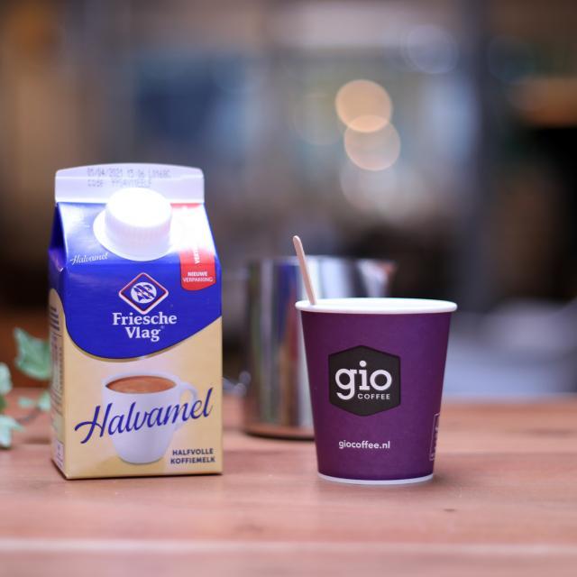 Friesche Vlag halvamel koffiemelk voor koffie zakelijk