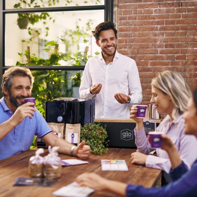 Gio Coffee koffieproeverij samen met collega's op kantoor