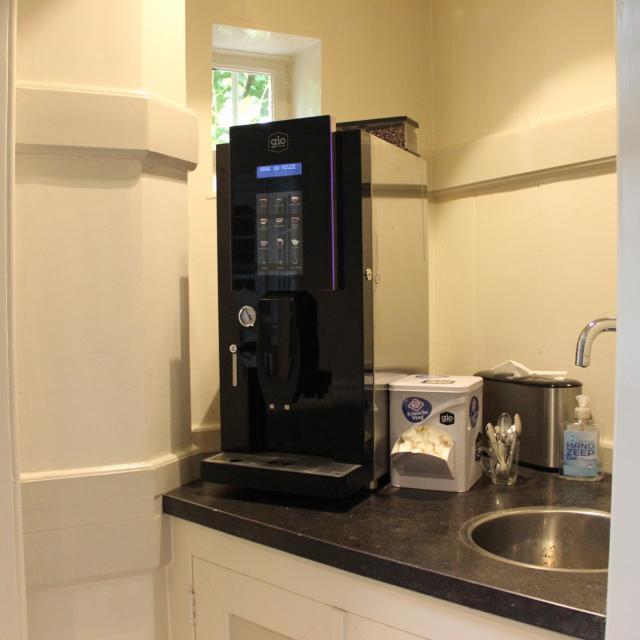 Koffiecorner uitgeverij Deviant Gio Coffee
