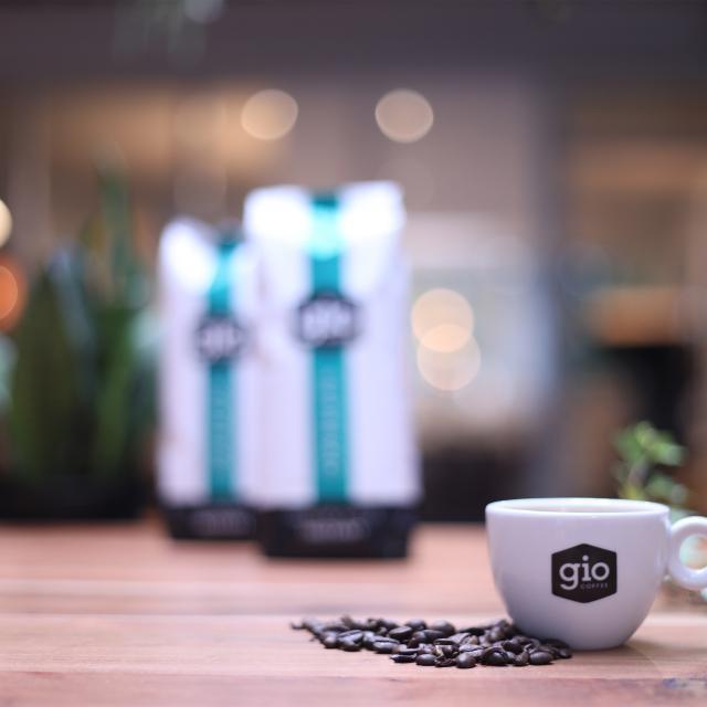 Sfeerbeeld-Gio-Coffee-Estremo-Koffiebonen-Zakelijk